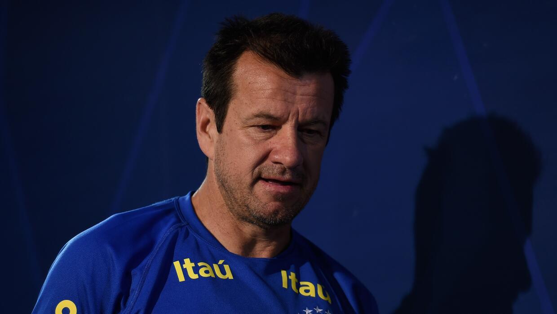 El técnico brasileño dijo que su puesto no corre peligro p...