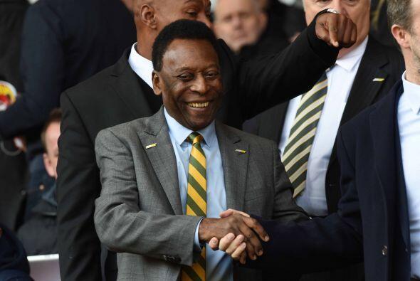 El mismísimo 'O'Rei' Pelé estuvo presente en este encuentro y fue uno de...