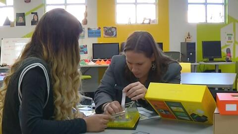 Estudiante armó su propio computador para poder estudiar en casa