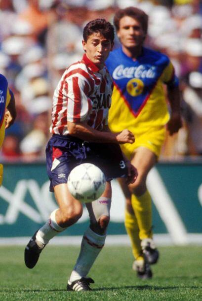 """Manuel """"Cosas"""" López, del local, hizo el primer gol al minuto de juego l..."""