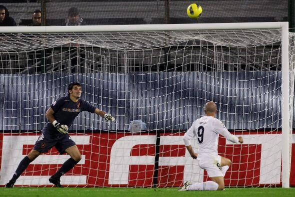 Los ponemos a prueba, fanáticos del fútbol. ¿Tommaso Rocchi voló su disp...