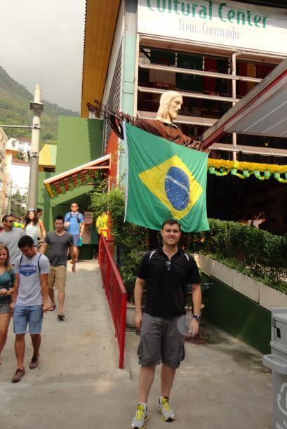 Aquí en la estación del trolly que lleva al Cristo de Corcovado en Río d...
