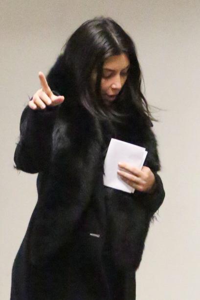 A Kim no le pareció muy divertido ver a los paparazzi fuera del consulto...