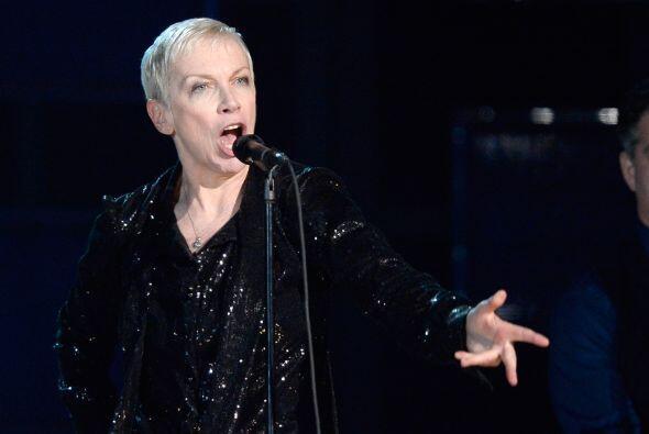 El Staples Center vibró con la maravillosa interpretación de Lennox.