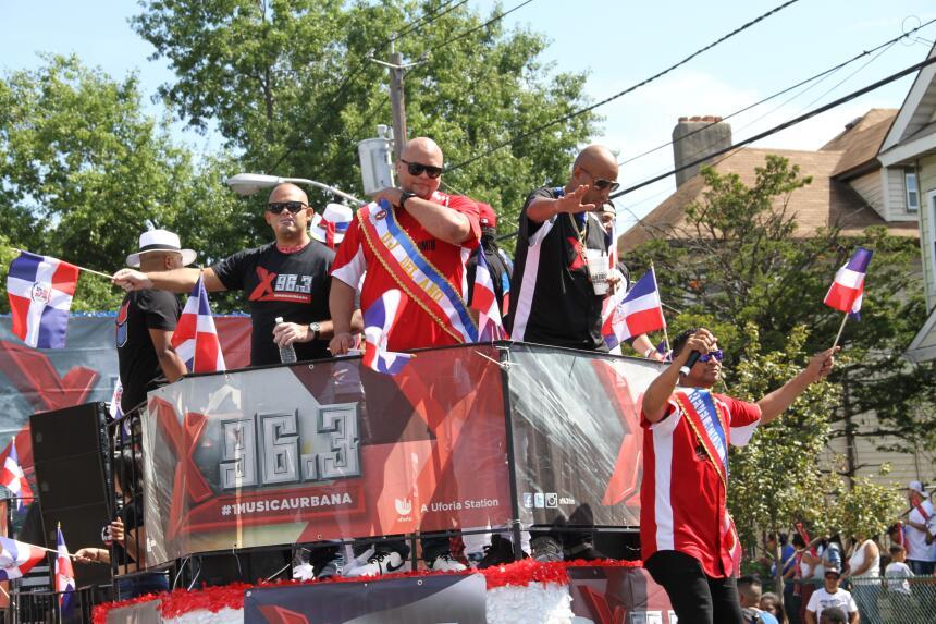 Celebra La X en el Desfile Dominicano en NJ IMG_1924.JPG