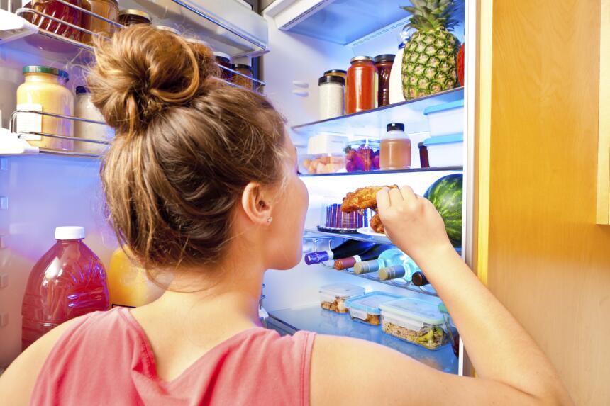 Una buena organización de los alimentos dentro del refrigerador, nevera...