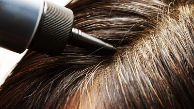 Cómo mantener por más tiempo el color de tu cabello teñido (y disimular las canas)