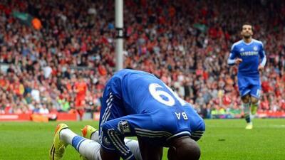 Demba Ba hizo el primero gol antes de que llegara el medio tiempo.