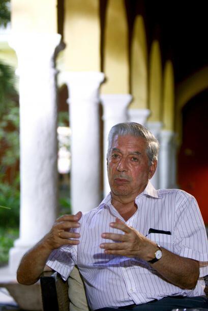 Nació en Arequipa, sur de Perú, el 28 de marzo de 1936, y fue educado po...