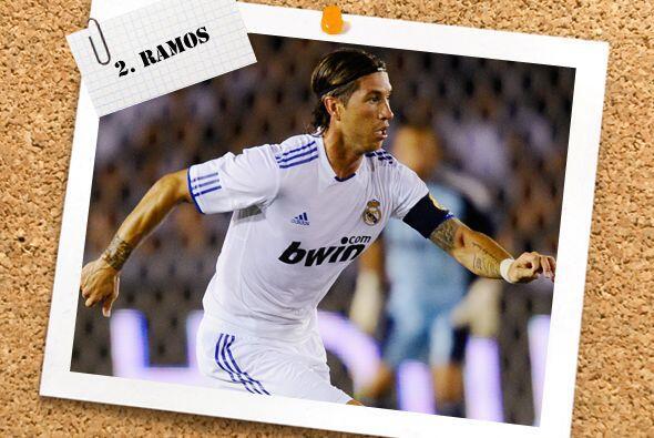Por la lateral derecha figura el español Sergio Ramos, aunque a media se...