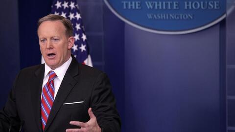 """Sean Spicer: """"Ni Hitler usó armas químicas contra su pueblo"""""""