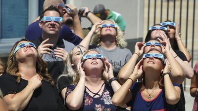 Con máscaras, lentes y cajas: así vieron los estadounidenses el eclipse solar (FOTOS)