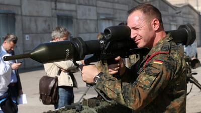 Aliados reanudan ataques contra ISIS en Siria y en represalia decapitan...