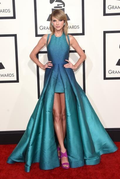 Taylor Swift enseñó mucha pierna con ese vestido, cuyos la...