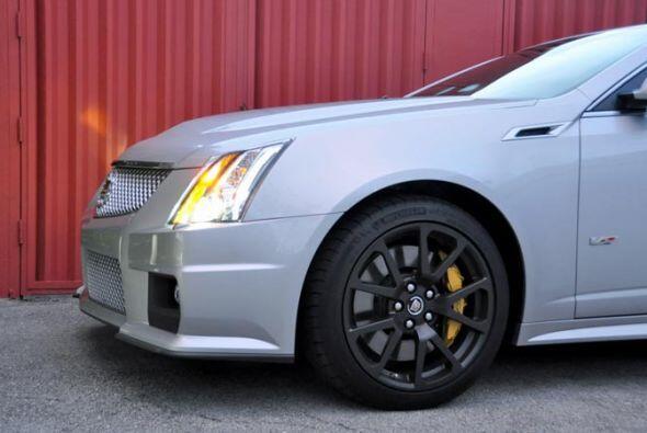 El CTS V Coupé está equipado con un motor V8 6.2 litros su...