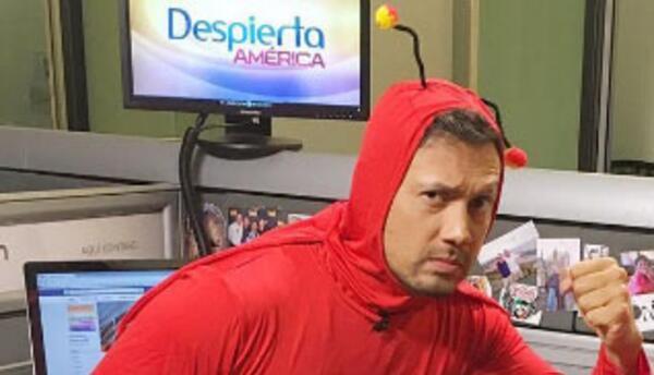 Luis Sandoval como El Chapulín Colorado