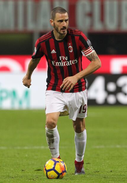 El italiano Leonardo Bonucci no la pasa bien en el Milan, situación que...