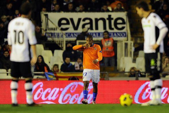 El venezolano Salomón Rondón adelantó al Málaga que jugó mejor en la pri...