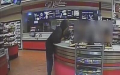 Buscan al sospechoso de robar a mano armada una gasolinera en Grand Prairie