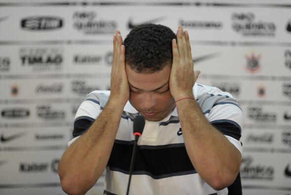 De repente, Ronaldo no pudo más y se derrumbó.