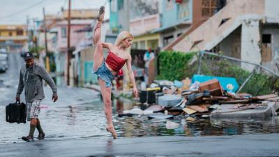 Una de las fotos de la serie de Robles, retratada en Puerto Rico durante...