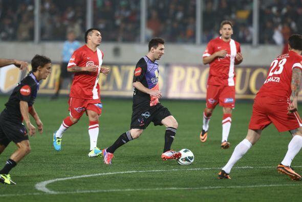 Messi también hizo de las suyas y demostró su gran talento.