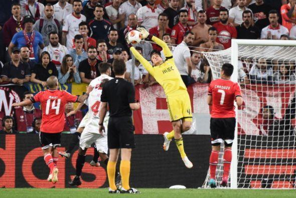 En tiempo extra las llegadas más peligrosas fueron del Benfica.