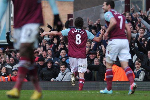 Carrol hizo dos goles en el triunfo 3-1 de West Ham sobre West Bromwich.