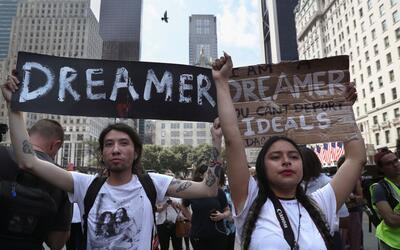 Los dreamers Jovan Rodrigo y Gloria Mendoza formaron parte de una protes...