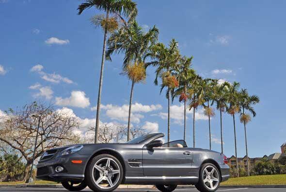 1- Mercedes-Benz SL Class Convertible: Se entiende que este bólido se en...