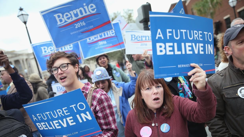 Trump y Sanders, los líderes de cara al caucus en Iowa sanders.jpg