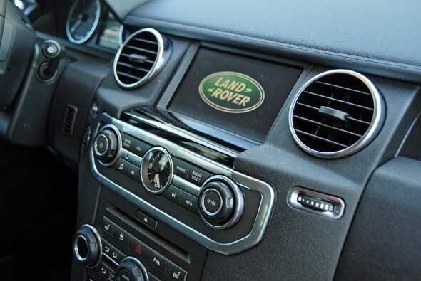 El diseño del interior toma muchos elementos prestados de la Range Rover...