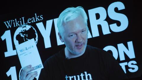Julian Assange, fundador de WikeLeaks, en una videoconferencia en octubr...