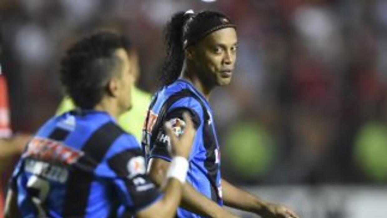 Ronaldinho ya está de nuevo con los Gallos Blancos.