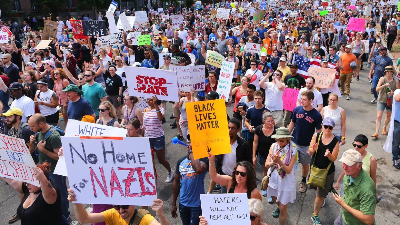 """""""Sin espacio para los nazis"""". La marcha contra el odio super&o..."""