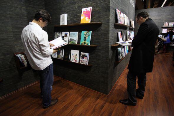 Oficialmente se considera que el libro más grande del mundo es un conjun...
