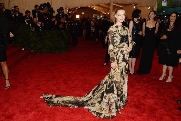 Un Givenchy Haute Couture fue la pieza que vistió el cuerpecito de Amand...