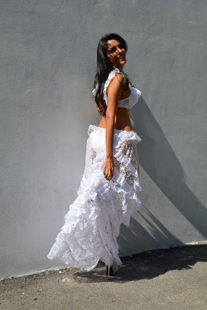 Nabil fue finalista de Miss Panamá 2013 y virreina de Miss Mundo Panamá...
