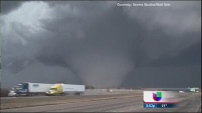 Caos en Illinois por poderos tornados