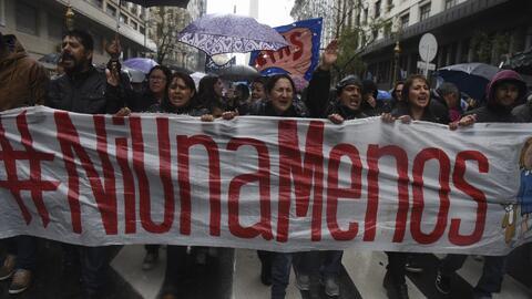 Miles de manifestantes marcharon contra el feminicidio en México y Argen...