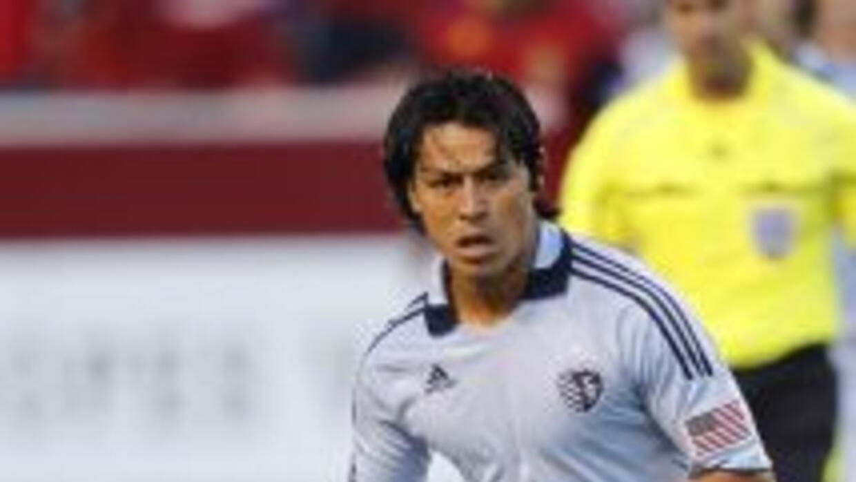 Roger Espinoza podrá debutar en el fútbol inglés.