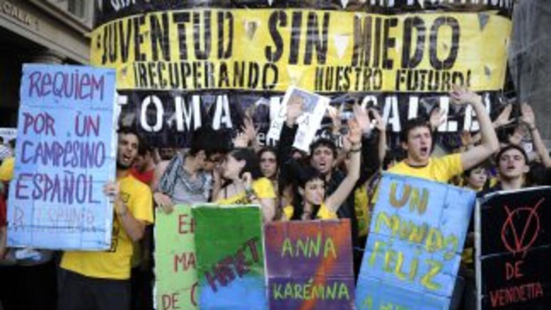 Miles de jóvenes acampan desde principios de esta semana en la Puerta de...