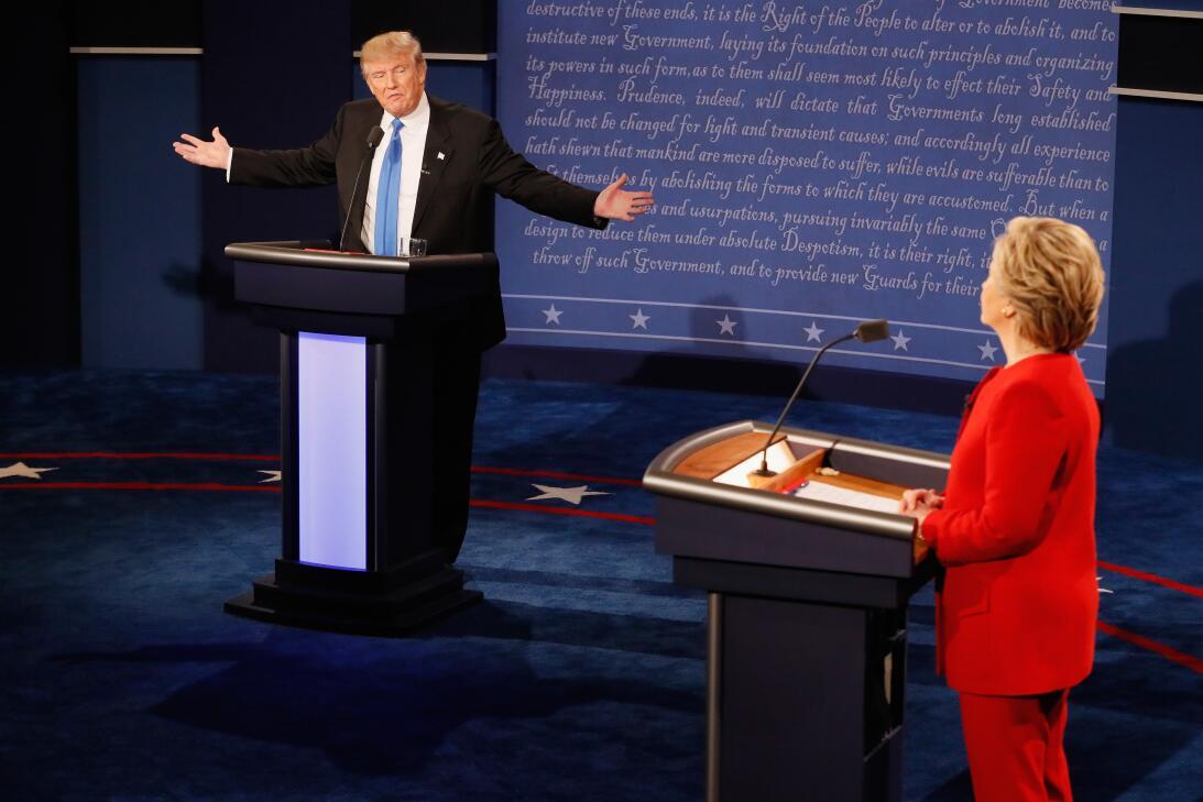 El candidato presidencial republicano Donald Trump y la demócrata Hillar...