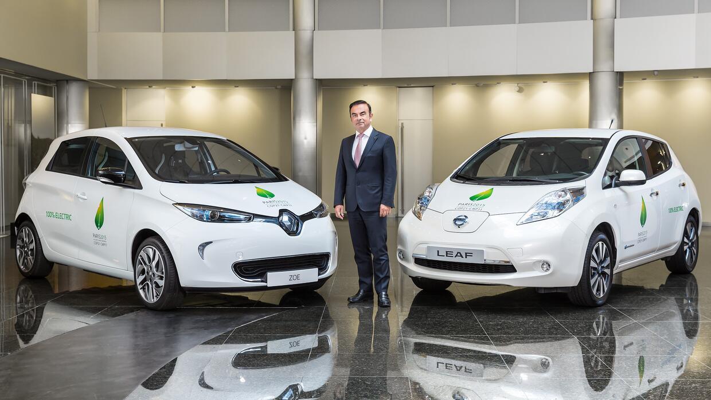 Carlos Ghosn y los VEs Renault Zoe y Nissan Leaf, autos oficiales del CO...