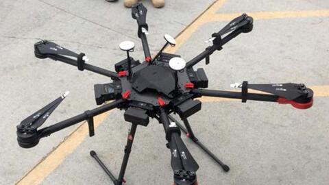 Este dron de dos pies de alto fue visto por un agente de la Patrulla Fro...