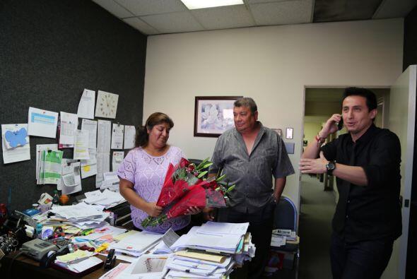 Nuestra segunda sorprendida fue la Sra. Leticia. Su esposo e hija la qui...