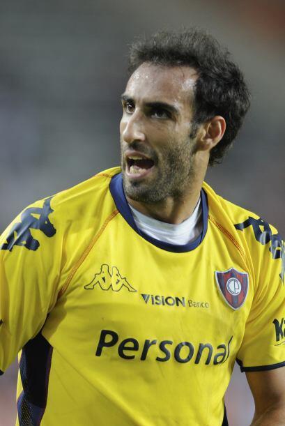 Por ahora el delantero argentino de Cerro Porteño, Roberto Nanni sigue a...
