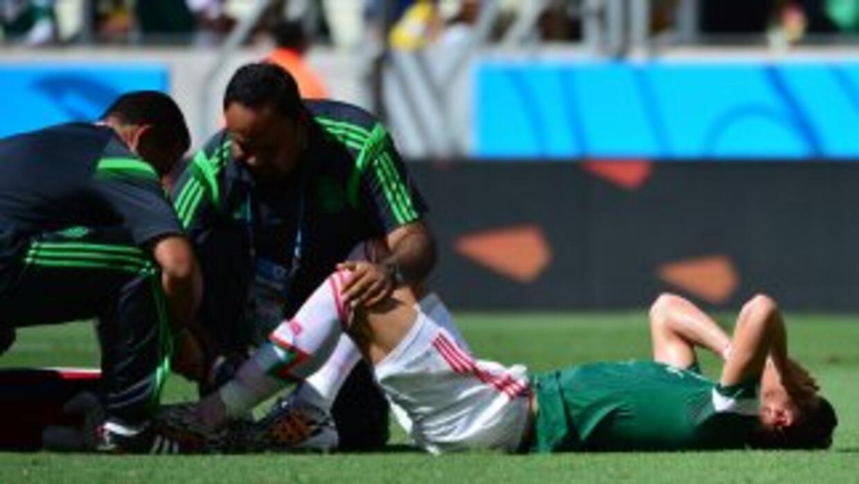 Héctor Moreno se barrió tras una escapada de Robben en una pelota perdid...