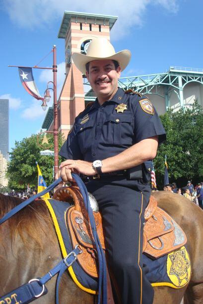 Autoridades como el alguacil del Condado de Harris, Adrián García, tambi...