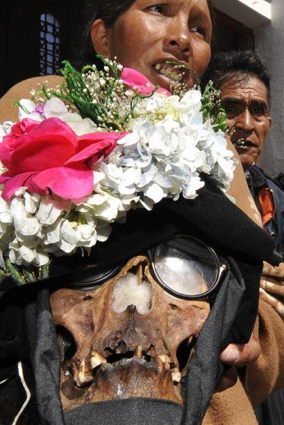 En una casa familiar de La Paz, la señora Rita posee nueve cráneos, cada...
